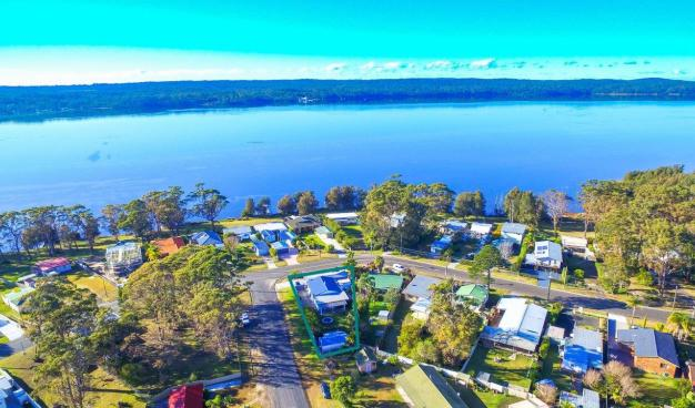 Holiday house with granny flat, Sanctuary Point Holiday House, Huskisson Real Estate, Jervis Bay Real Estate, Real Estate Agents Jervis Bay, Integrity Real estate, Ray White Jervis Bay, Oz Realty Huskisson, Elders Huskisson, Absolute Waterfront, waterfront holiday house, Investment property on south coast, Jervis Bay holiday, jervis bay getaway, commercial investment, Vincentia, South Coast NSW,  huskisson, Shop for sale, Investment Property, Holiday House